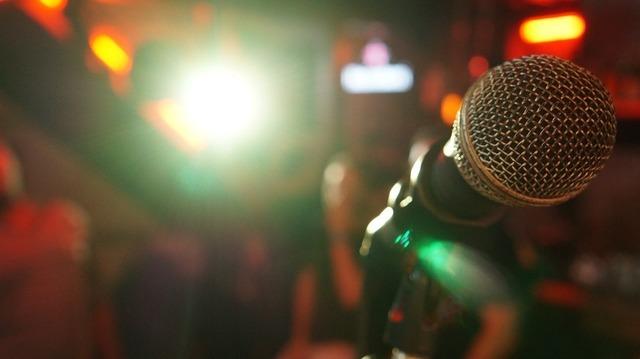 microphone-3989879_960_720.jpg